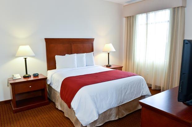 Penn Wells Lodge Queen Suite Bed